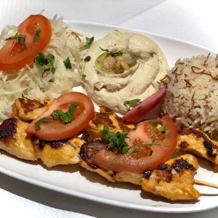 Chiche tawouk (brochette de poulet marinée au citron et à l'ail)